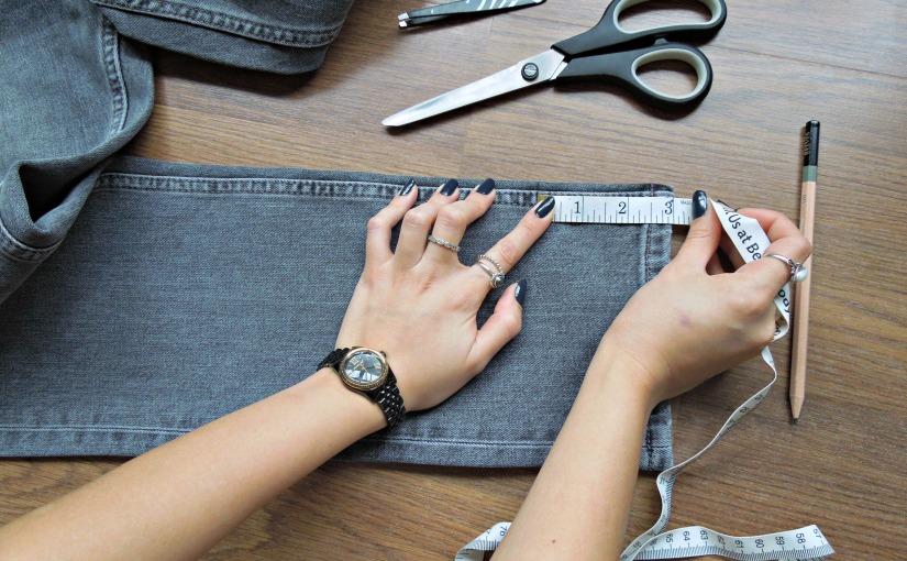 DIY Frayed-Hem Jeans